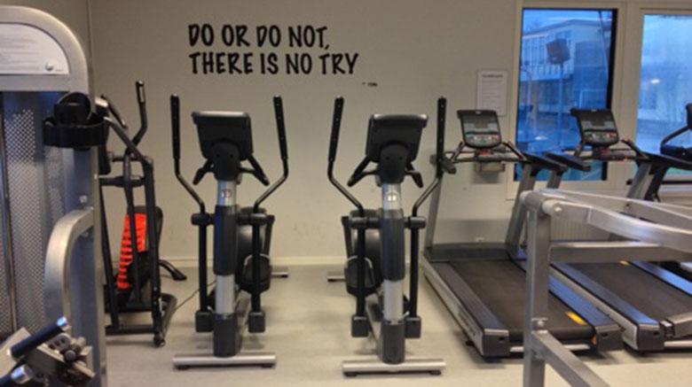 Leverans och montering av utrustning till De la Gardiegymnasiet i Lidköping | SportGymButiken.se